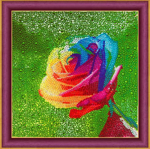 Алмазная мозаика 30x30 Разноцветная роза на зеленом фоне